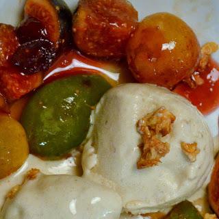 Glace aux dattes de Medjoul et à la cannelle, fruits d'automne et noix croustillantes