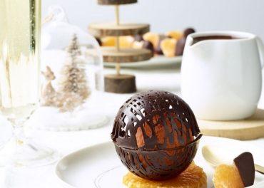 Sorbet à la clémentine, sphère en chocolat bio